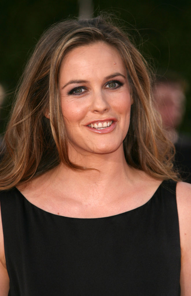 Alicia Silverstone Smileing Wallpapers