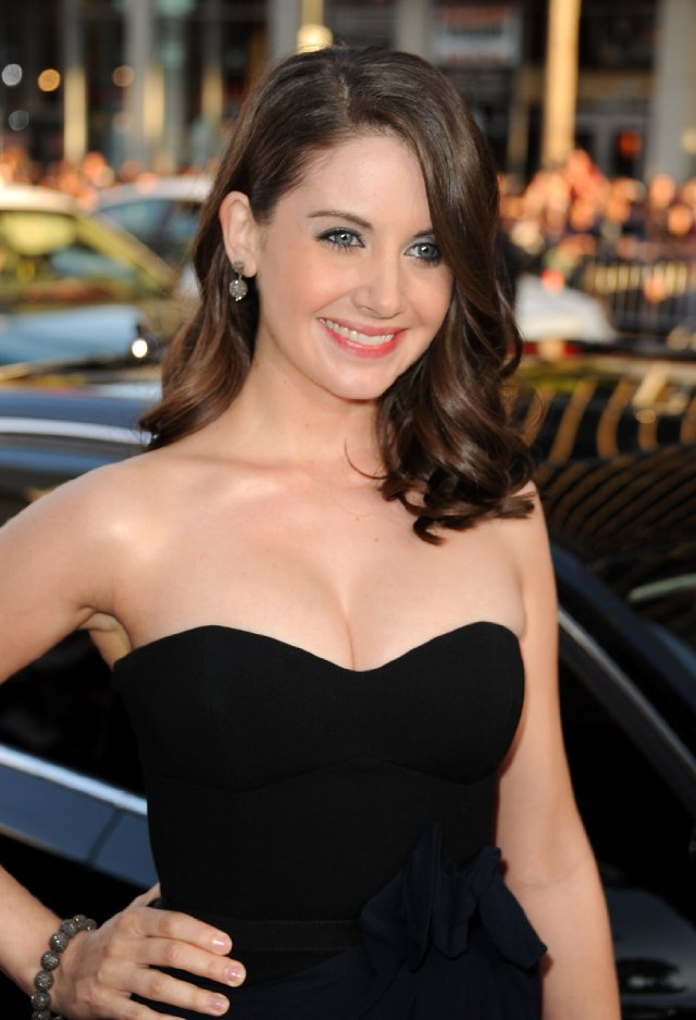 Alison Brie Haircut Wallpapers