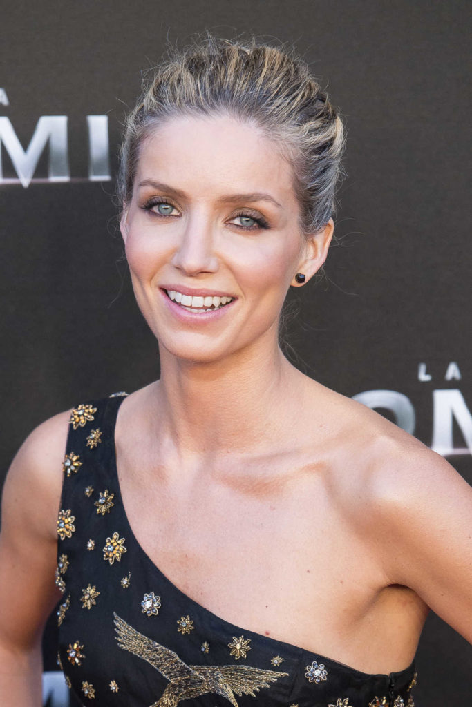 Annabelle Wallis Sexy Pose Images