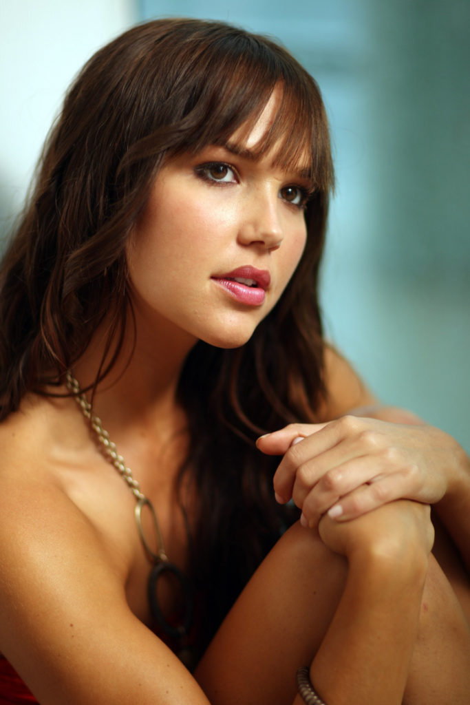 Hot Sexy Pictures Of Arielle Kebbel Which Will Make You