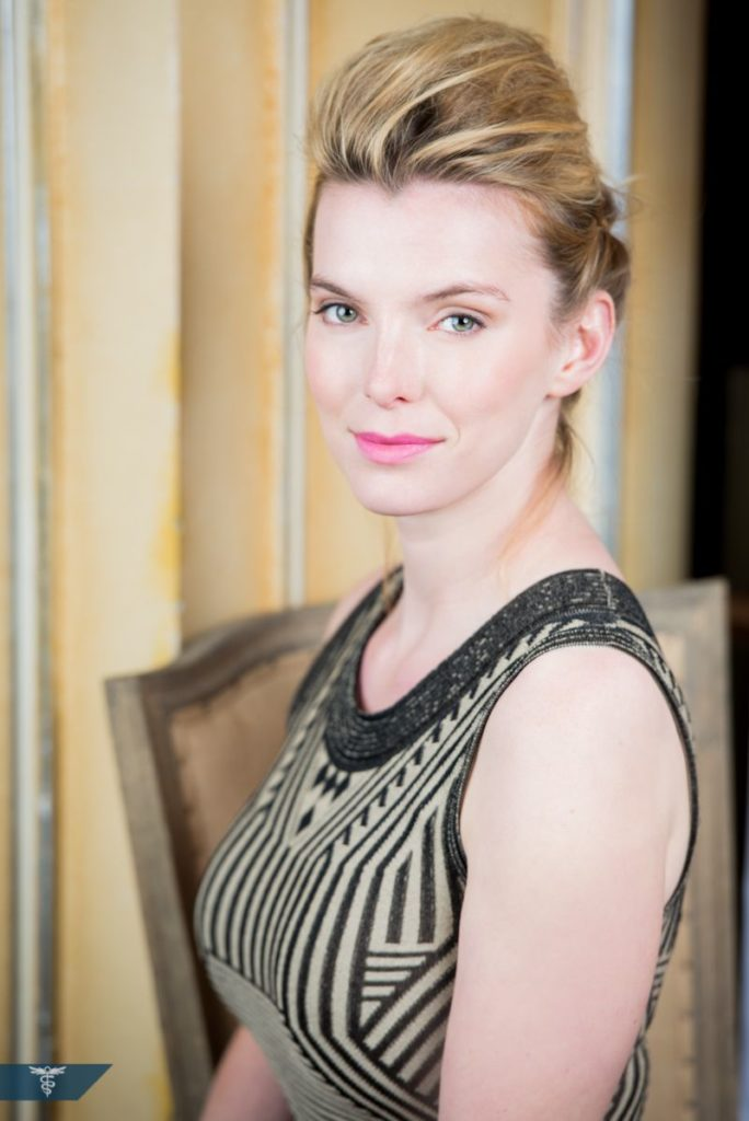 Betty Gilpin Cute Photos