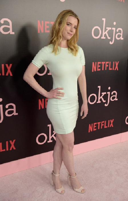 Betty Gilpin Feet Pictures