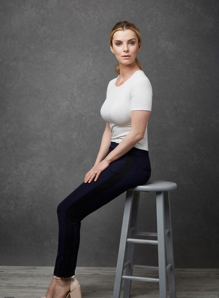 Betty Gilpin Leggings Pics