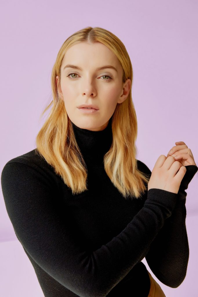 Betty Gilpin Makeup Images