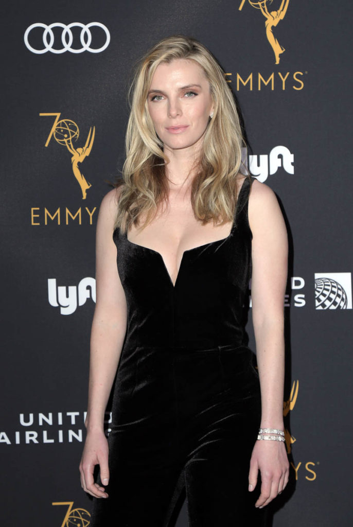 Betty Gilpin Photos
