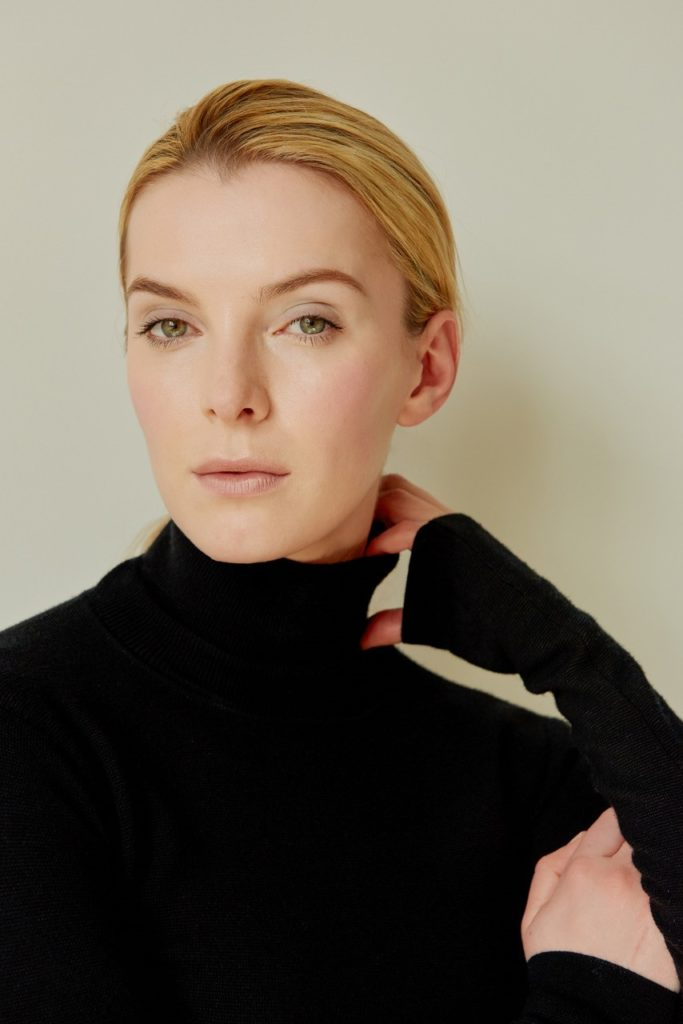 Betty Gilpin Without Makeup Photos
