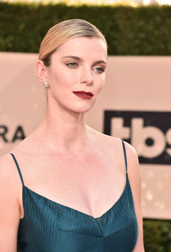 Betty Gilpin Workout Pics