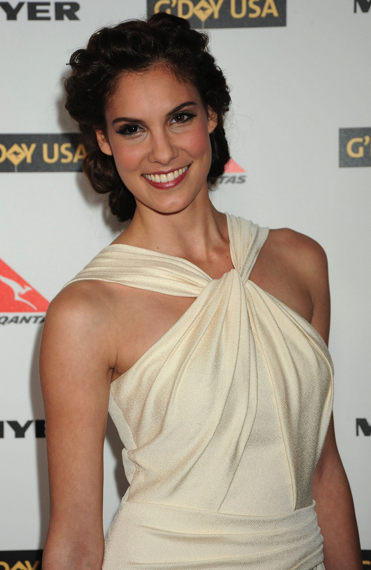 Hot Daniela Ruah Bikini Pictures - Look Very Sexy In Different Eyes Color