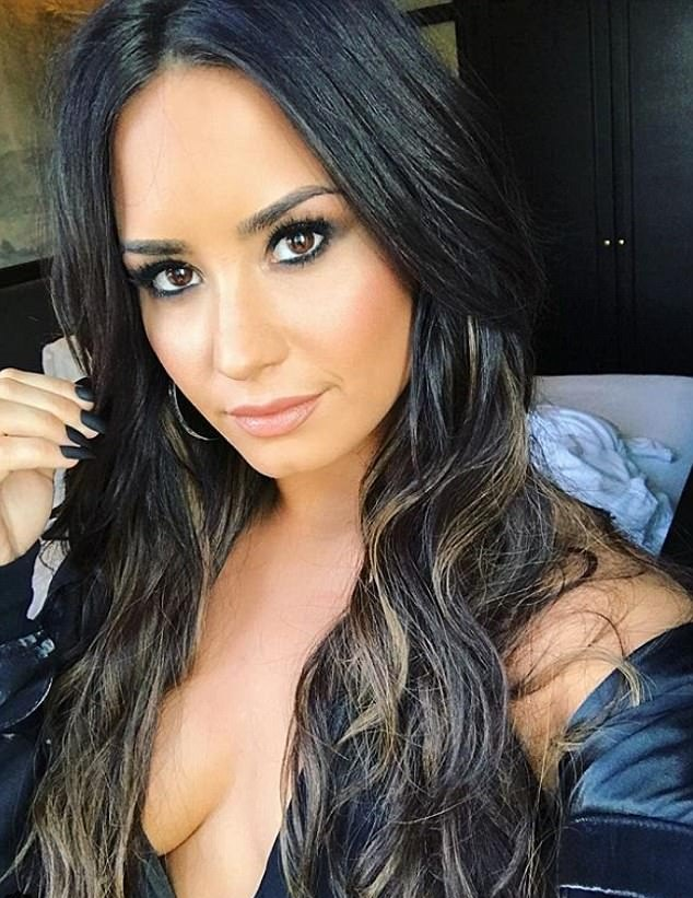 Demi Lovato Topless Pictures