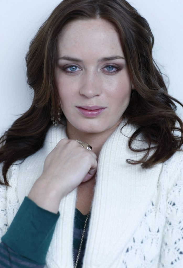 Emily Blunt Body Wallpapers