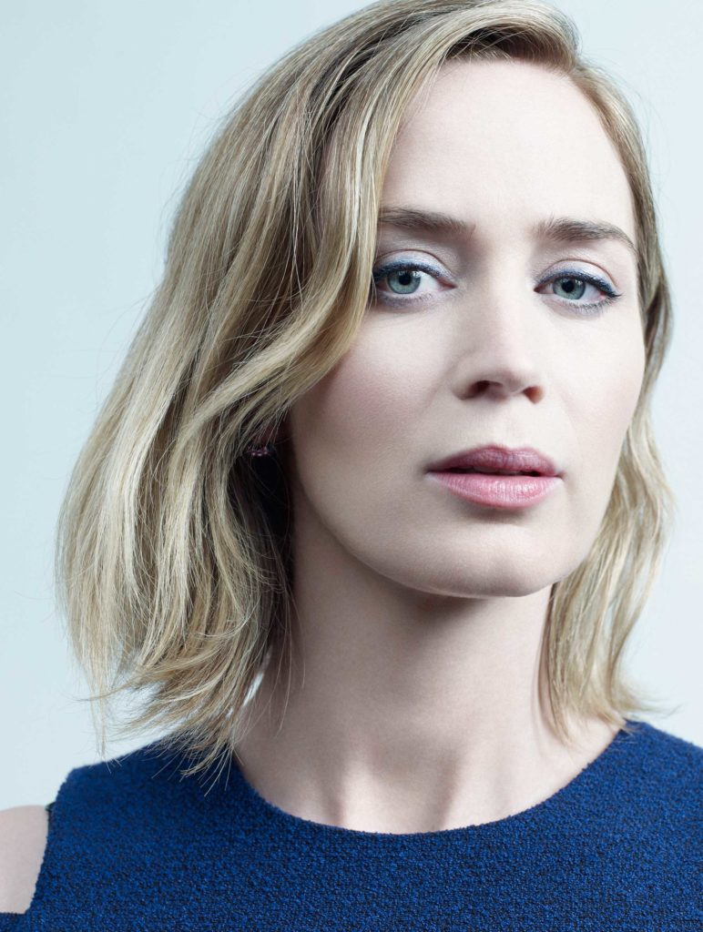 Emily Blunt Sexy Look Photos
