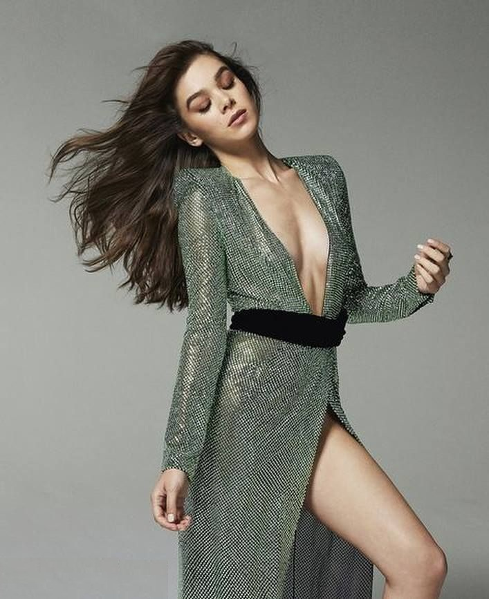 Hailee Steinfeld Bathing Suit Images