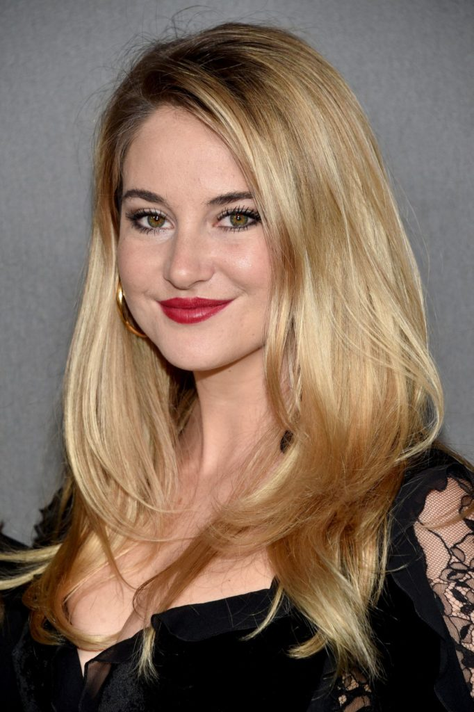 Shailene Woodley Cleavage Pictures