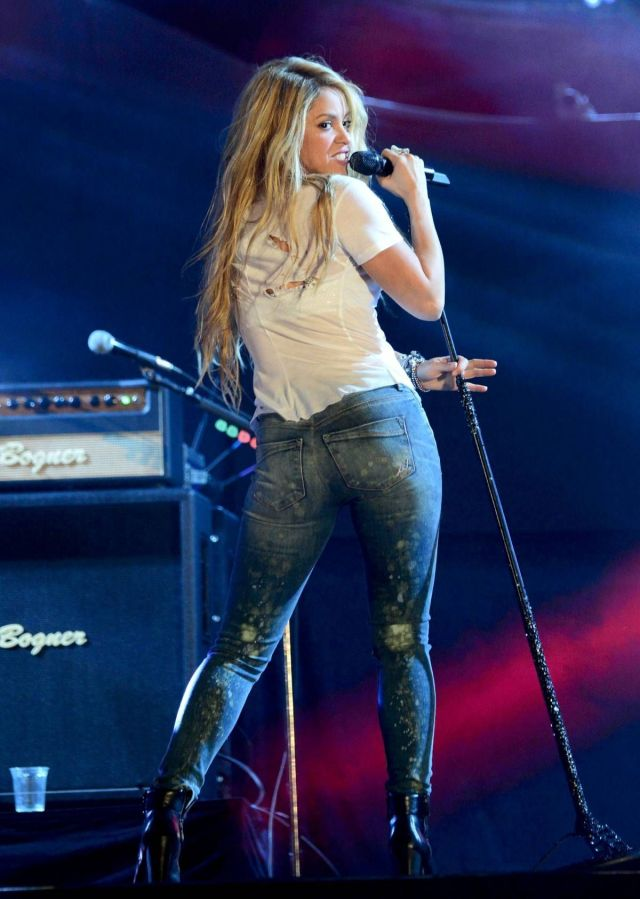 Shakira Jeans Pictures