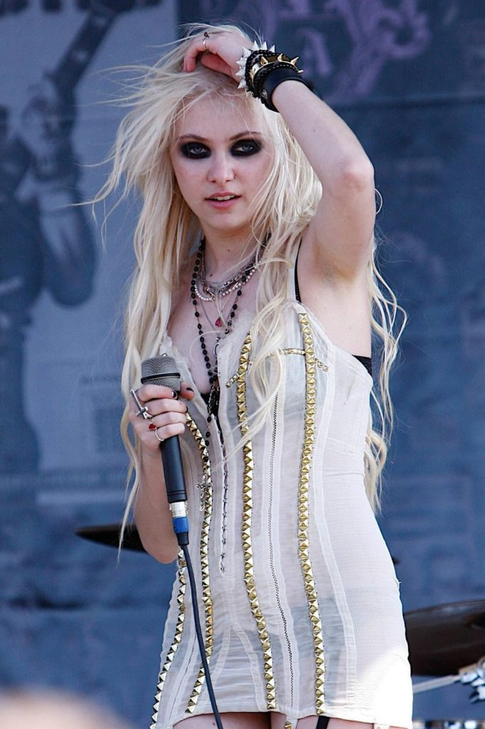 Taylor Momsen Undergarments Photos