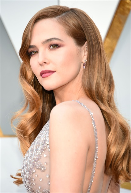 Zoey Deutch Oops Moment Pictures