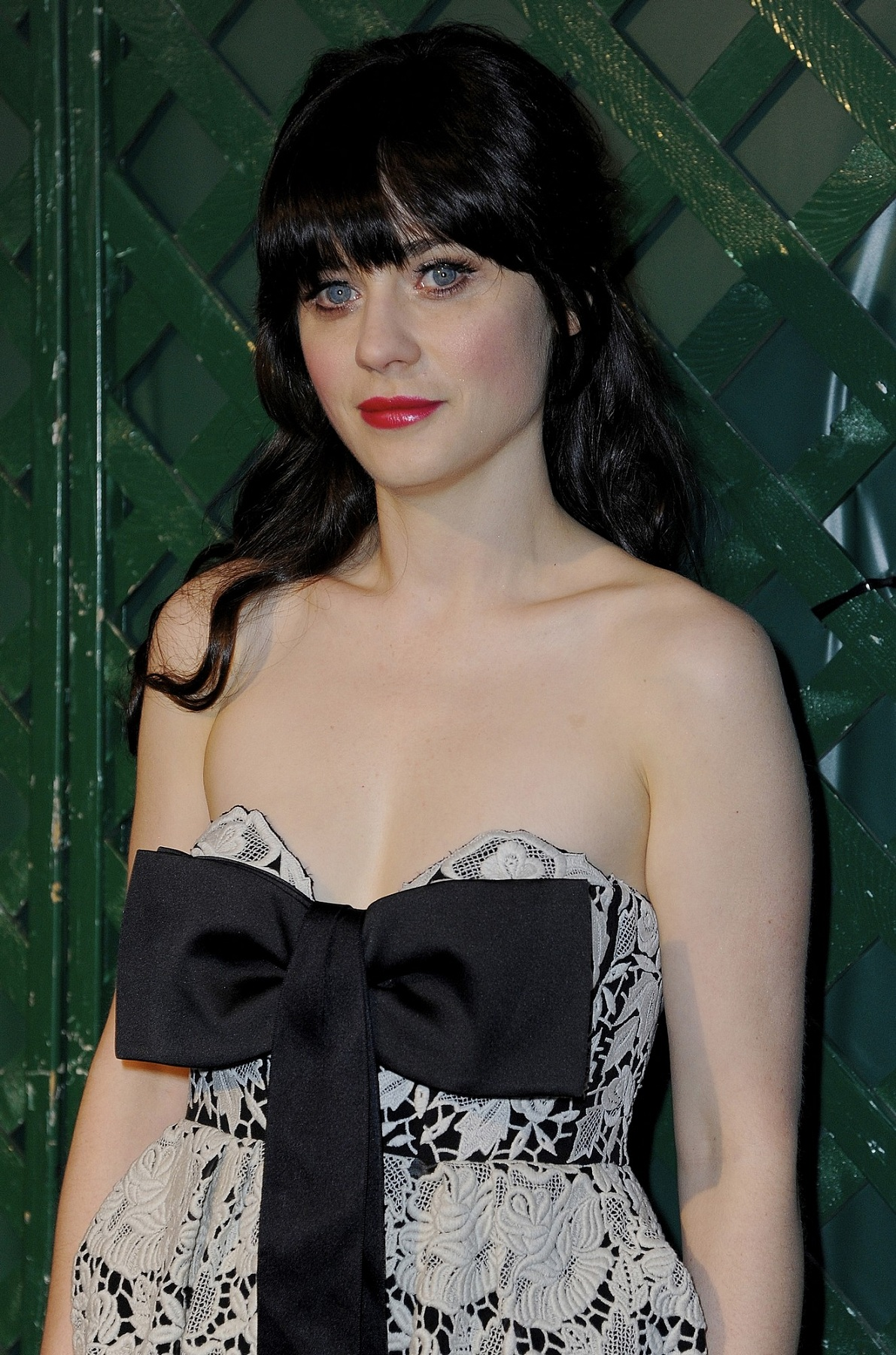 Zooey Deschanel Sexy Bikini Pictures - Look Very Cool Without Bangs