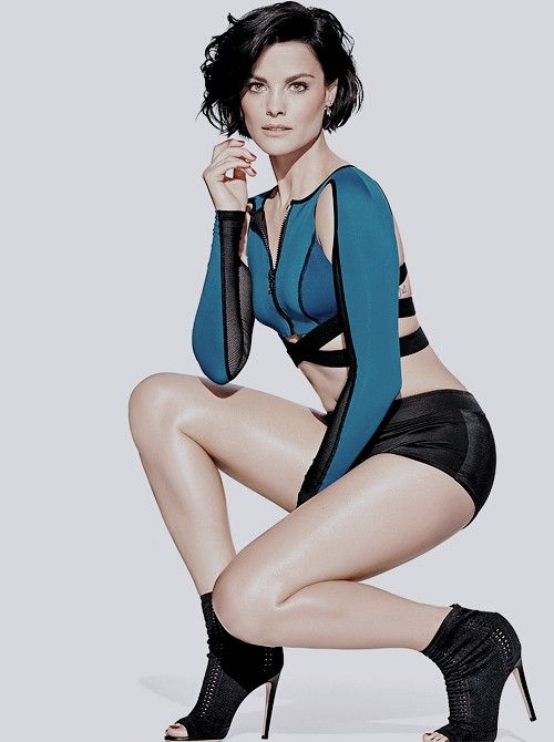 Jaimie Alexander Thighs Photos