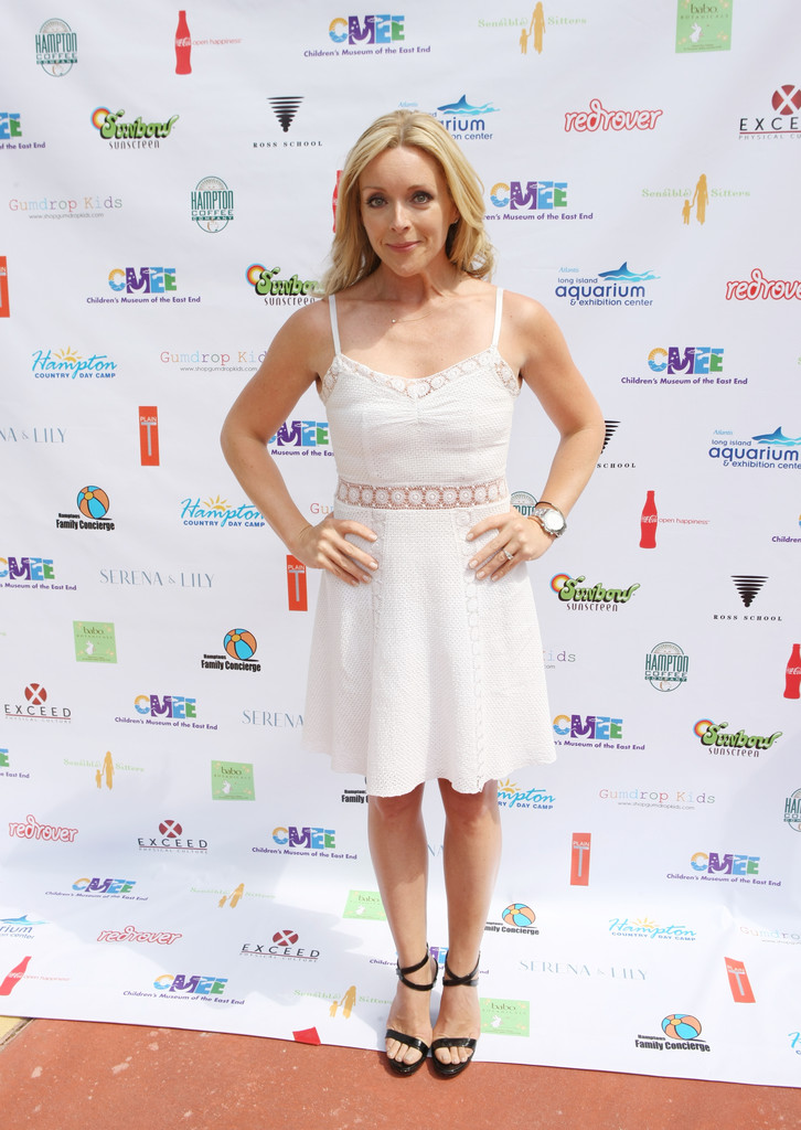 Jane Krakowski Thighs Wallpapers