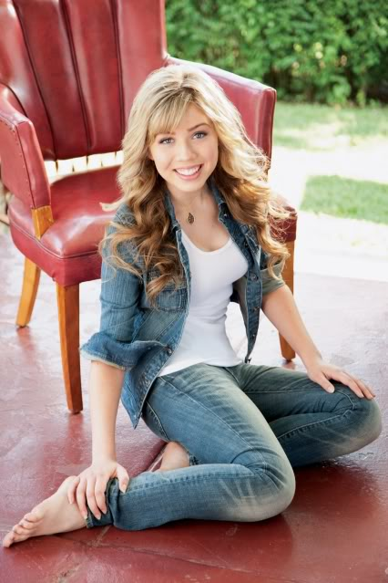 Jennette McCurdy Jeans Photos