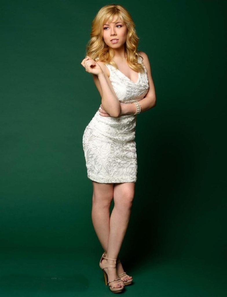 Jennette McCurdy Yoga Pants Wallpapers