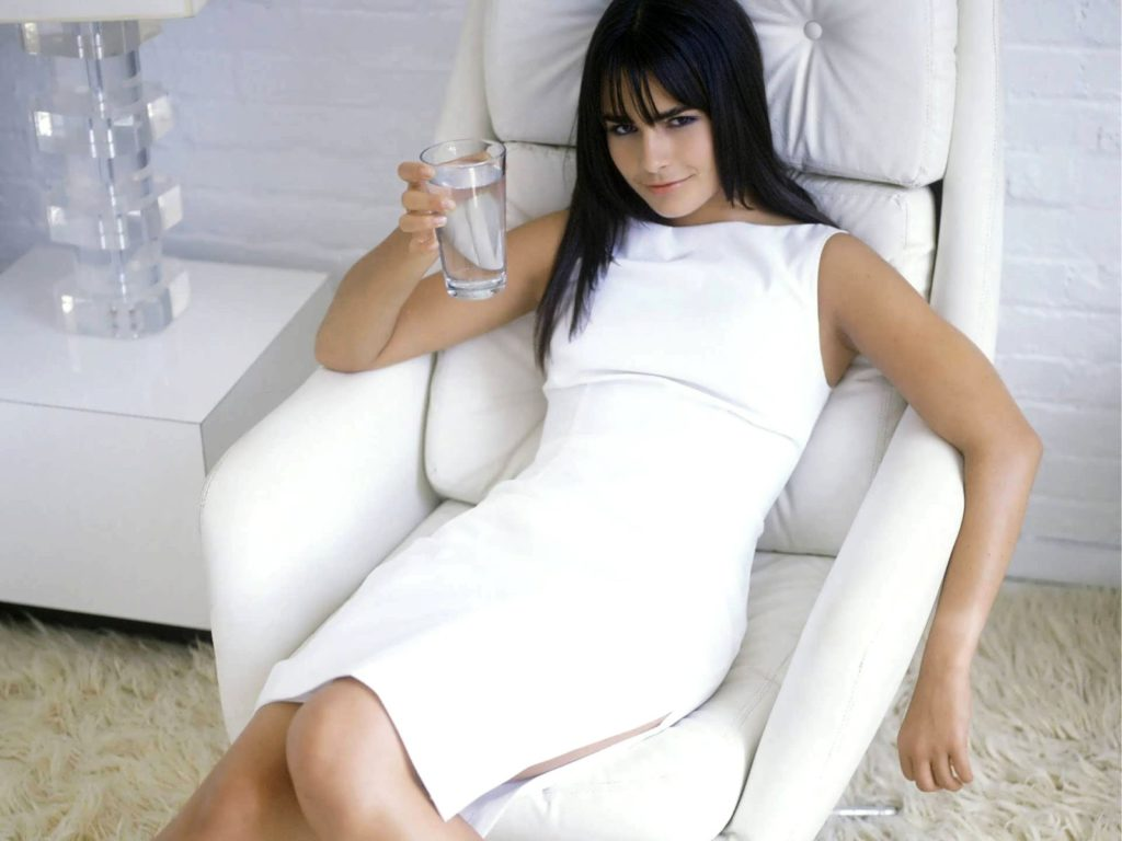 Jordana Brewster Oops Moment Wallpapers