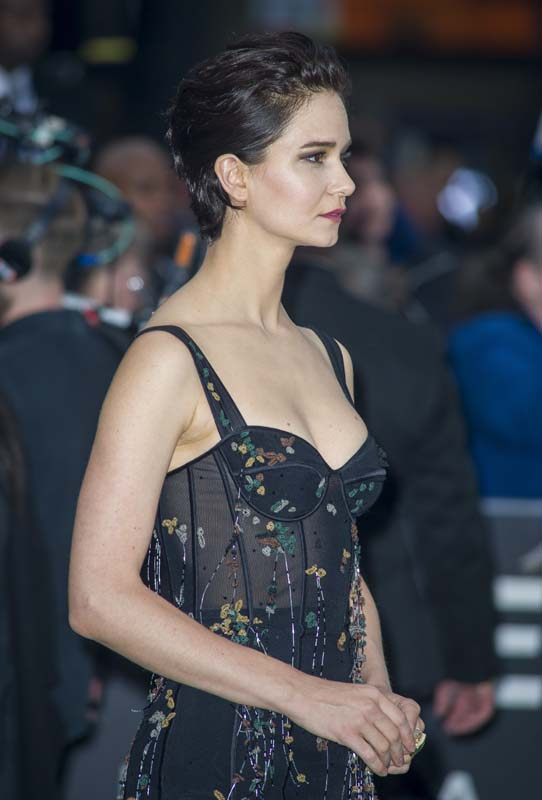 Katherine Waterston Braless Pictures