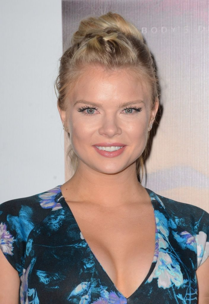 Sexy Kelli Goss Hot Pictures Will Make You Go Crazy For This Babe