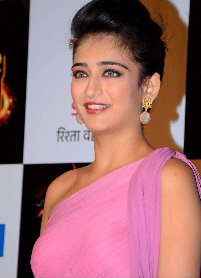 Akshara Haasan Makeup Photos