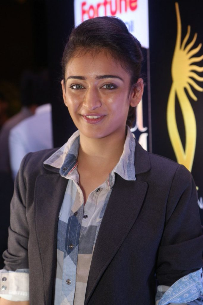 Akshara Haasan Smile Wallpapers