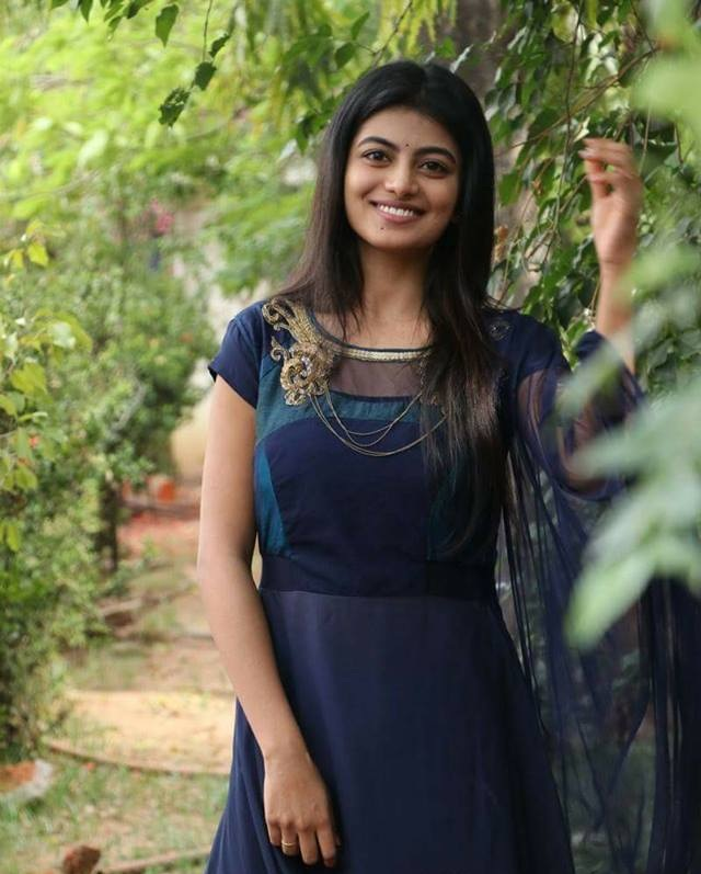 Anandhi Muscles Pics