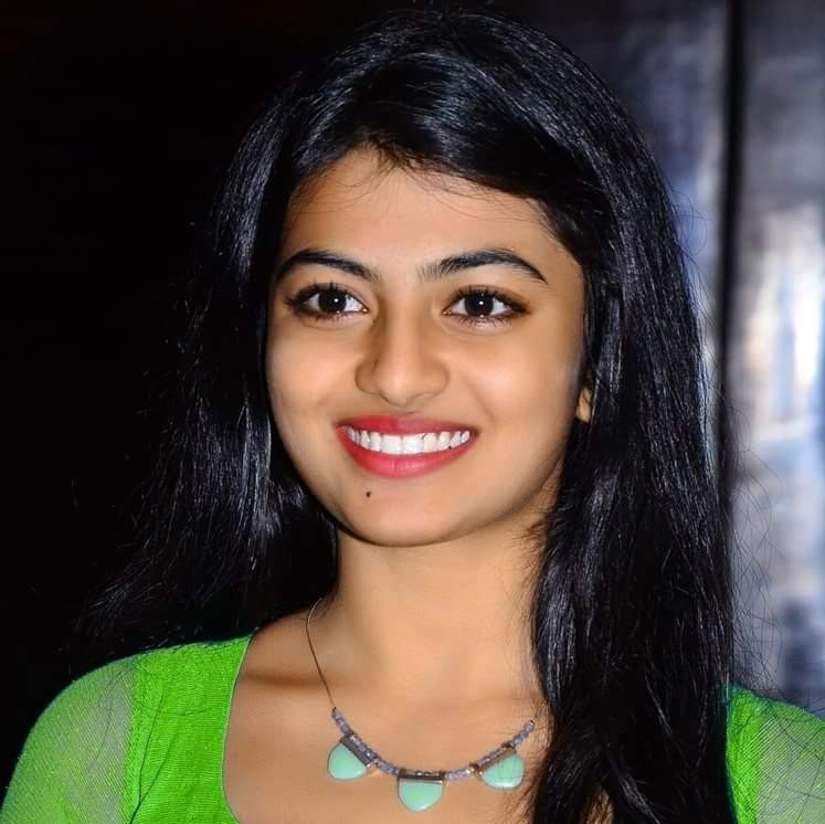 Anandhi Smile Wallpapers