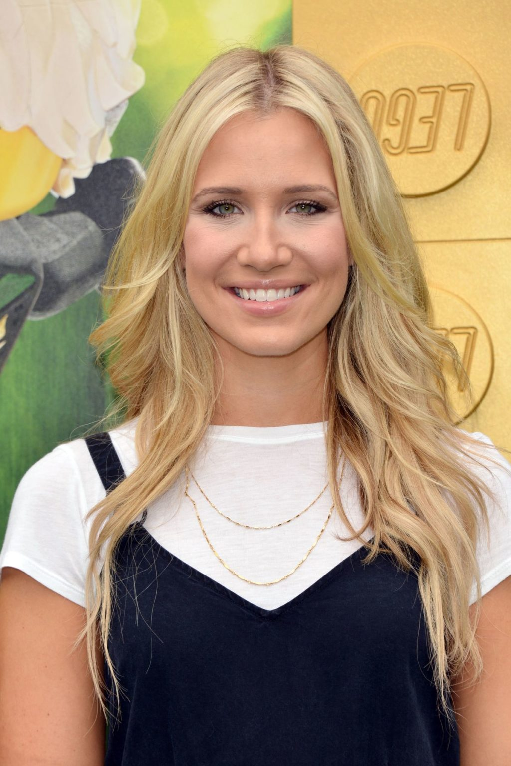Kristine Leahy Hottest Bikini Pictures Reveal Her Sexy Curvy Body
