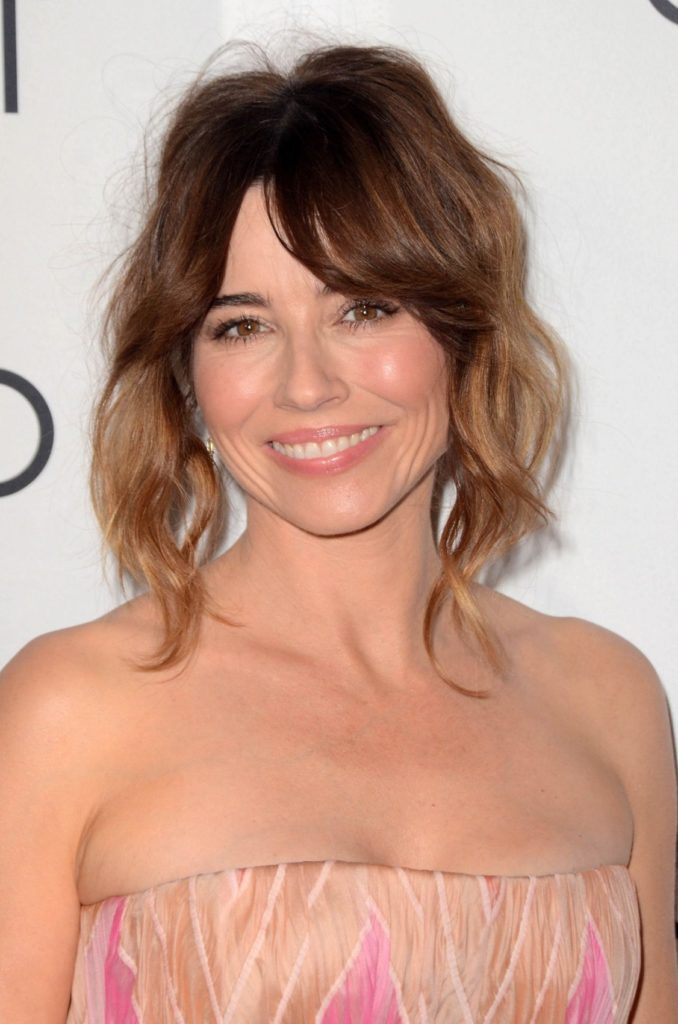 Linda Cardellini Sexy Smile Wallpapers