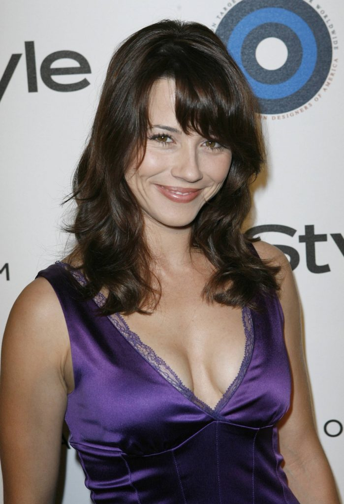 Linda Cardellini Topless Images